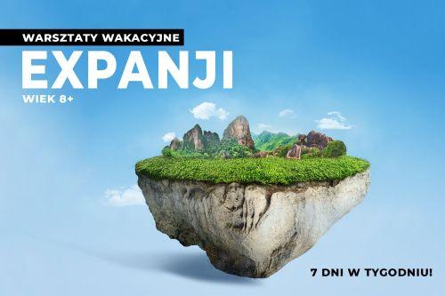 Plakat warsztaty wakacyjne Expanji. Na niebieskim tle widnieje samotna wyspa okryta zielenią i górami.