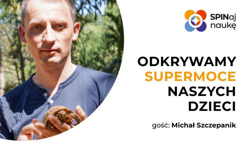Grafika przedstawiająca zdjęcie prowadzącego webinar Michała Szczepanika.